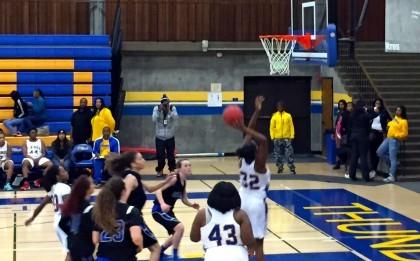 womens-basketballl-1-13-14-420x261